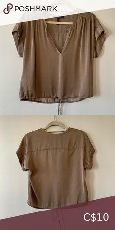 BCBG MAXAZARIA Top Grey. Silkish Fabric EUC BCBGMaxAzria Tops Tees - Short Sleeve Plus Fashion, Fashion Tips, Fashion Trends, Gray Color, Tees, Fabric, Sleeves, Outfits, Collection