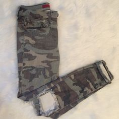 Camo Skinny Jeans Brand new w/o tags. These are a size 3. I've only tried them on. Jeans Skinny