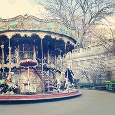 (de Paris - @boozina- #paris #carousel)~ every time I see a carousel I think of my grandma, she loves them :)
