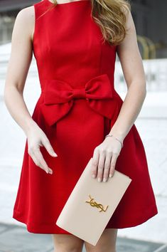 red bow christmas dress | holiday dress ideas | what to wear to a holiday party | holiday party dress | christmas dresses | red christmas dress | holiday dresses for women | winter dresses | classy holiday dresses || a lonestar state of southern #holidaydress #christmasdress #classydress