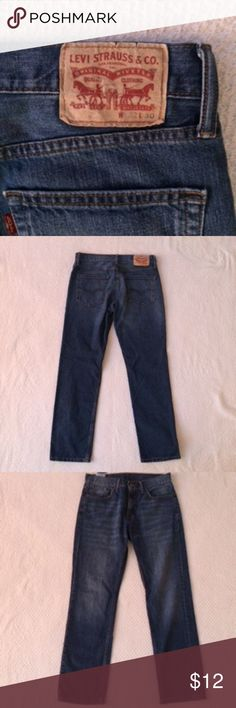 levis in Women Levis Straight Leg Five Pocket Jeans.  Size 32W 30L LEVIS Jeans Straight Leg