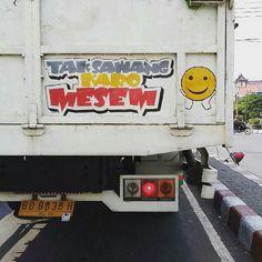 Tak sawang karo mesem  Foto: @dap_ady  #visualjalanan #baktruk #truk #platb