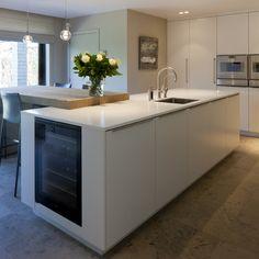 Keukens-apartkeukens Wine Fridge, Modern Kitchen Design, Terrazzo, Kitchen Island, Relax, Kitchen Ideas, Kitchens, Decoration, Home Decor