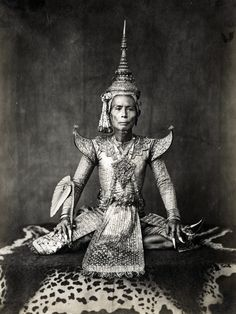 File:An Thai khon actor as Prince.gif