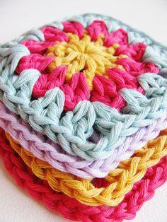 Baby blanket by Yarn-Madness. Pattern here http://yarn-ing.blogspot.se/2009/07/granny-square-pattern.html