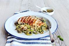 Zucchini noodles recipe is topped with pesto, sautéed mushrooms, and chicken for an ultra-low in calorie, low-carb substitute for pasta. Fixate Recipes, Chicken Noodle Recipes, Garlic Recipes, Healthy Pasta Recipes, Healthy Pastas, Chicken Noodles, Healthy Foods, Tortellini, Tasty Noodles Recipe