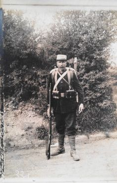 WW-I-France-Real-Photo-Postcard-A-French-Infantryman-with-Rifle-and-Pack