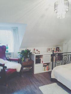 WG Zimmer Details Zur Inspiration Für Die Eigene Einrichtung: Bücherregal,  Gemütlicher Sessel