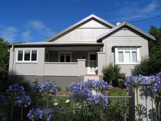 Neutral Exterior Californian Bungalow - Dulux Mudpack on weatherboards