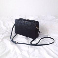 "Bag ""BEA CROC"" by calvin klein deserves it solo shot Calvin Klein Femmes, Mk Bags, Minimal Chic, Handbags Michael Kors, Beautiful Bags, Burberry Handbags, Fashion Bags, Bag Accessories, Backpacks"