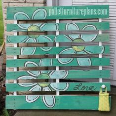 Creative with Pallets DIY - Pallet art.