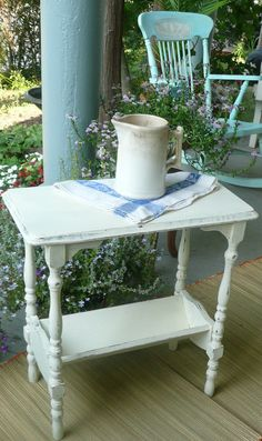 Love this vintage table