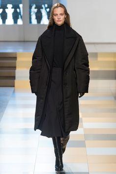 Jil Sander Fall 2017 Ready-to-Wear Fashion Show - Ine Neefs