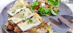 Deze omelet met gemengde paddenstoelen, brie en peterselie is erg lekker van smaak en zo gemaakt. Hier vind je het makkelijke recept.
