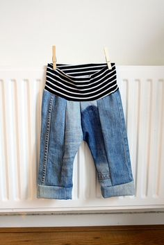 Cute baby pants - Upcycled daddy's jeans and band from old t-shirt (in this case pregnancy shirt). Pattern from Brindille & Twig.