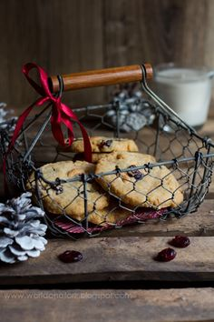 Butter cookies with dried cranberries, white chocolate and cashews.