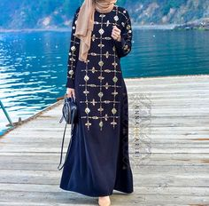 Pinned via #MrsRAwabdeh | Annahariri Street Hijab Fashion, Abaya Fashion, Islamic Fashion, Muslim Fashion, Pretty Outfits, Cool Outfits, Maxi Styles, Hijab Styles, Hijab Wear