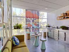 Romdelación oficinas Sancal (Madrid) realizadas por el estudio murciano Taza&Tacillas. En el centro de la imagen, estor impreso con tintas látex sobre textil poliéster