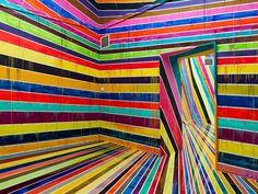 MarietaEstateQuieta: Empezar el lunes a todo color con la instalación de Markus Linnenbrink