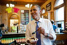 Barack Obama eats ice cream in New Hampshire