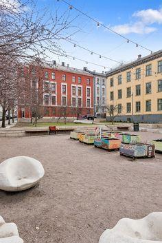 (1) FINN – GAMLEBYEN: Flott, lys og klassisk 3-roms m/soverom mot bakgård. Kjøkken fra 2008. Peisovn. God takhøyde (3 meter). Oslo, Street View, Real Estate, Places, Rome, Real Estates, Lugares