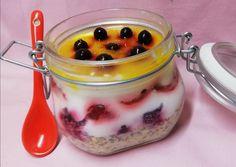 Egyéjszakás zabkása 🍓   Törzsök Éva receptje - Cookpad receptek Chia Puding, Granola, Food And Drink, Pudding, Homemade, Meals, Healthy, Desserts, Recipes