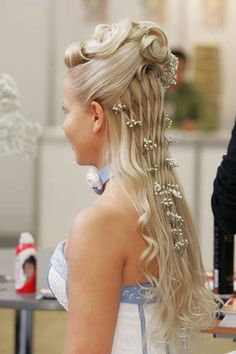Long, healthy and shiny tresses are truly a God gifted asset to any women. Most women love to flaunt different styles of their hair. Meanwhile, the hair styling market is flooded with new, advanced and innovating technology to give your plain hairstyle a dynamic and transformed look.