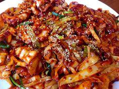 #KoreanFood #Food #Korea  낚지 볶음(Fried octopus) It's spicy Korean food.