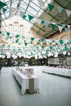 Décoration salle de mariage vert émeraude
