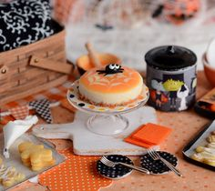 Miniature Halloween Cheesecake with Fondant by CuteinMiniature