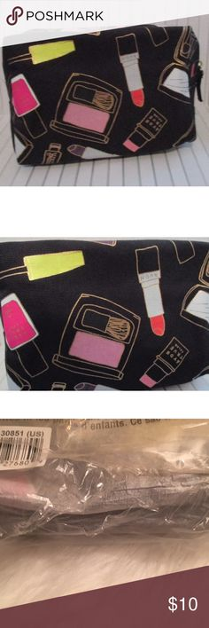 """AVON True Color Makeup/Cosmetic Bag AVON True Color Makeup/Cosmetic Bag with makeup graphics. Packaging slightly ripped in shipping (see last pic)  QUANTITY:  1 Bag SIZE: 7"""" L x 5"""" H X 3 1/2"""" W CONDITION: Brand New Bags Cosmetic Bags & Cases"""