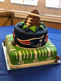 Football Cakes For Boys, Football Grooms Cake, Football Stuff, Nfl Football, 7th Birthday Cakes, Boys 1st Birthday Party Ideas, 1st Boy Birthday, Football First Birthday, Nfl New England Patriots