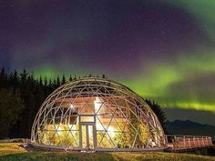 Geodesic dome protects cob house & family of 6 in Arctic Circle (Video)
