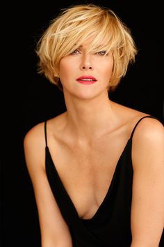 Chin Length Haircuts, Jane Fonda Hairstyles, Short Hair Cuts, Short Hair Styles, Haircut For Thick Hair, Casual Work Outfits, Cut And Style, Old Women, New Hair