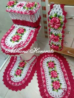 Crocheted Bathroom Set Ideas for Crochet Lovers Decorative Accessories, Decorative Items, Knit Rug, Crochet Diy, Crochet Diagram, Bathroom Sets, Crochet Flowers, Cross Stitch Embroidery, Crochet Projects