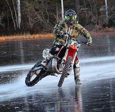 My kind of ice skating 😂 Ktm Dirt Bikes, Dirt Bike Racing, Road Racing, Dirt Biking, Enduro Motocross, Enduro Motorcycle, Motorcycle Humor, Moto Wallpapers, Bike Sketch
