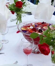 Godaste sommarbålen, tranbärsjuice, grappo, citron, vodka, mynta och jordgubbar !  #galetvarnt#bål#törstiga