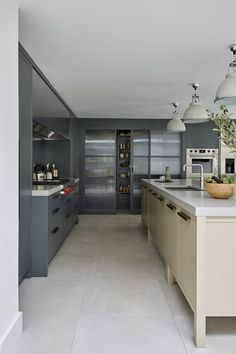Manhattan Kitchen by Mowlem & Co Kitchen Inspirations, Kitchen Color, Home, Luxury Kitchens, Kitchen Remodel, Modern Kitchen, Contemporary Kitchen, New Kitchen, Manhattan Kitchen