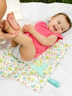 Check out this Whimsical Changing Pad tutorial to take with you on the go! | FREE TUTORIAL