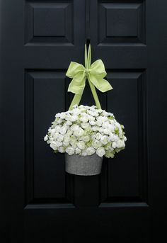Door Wreath-would be super cute with daisies or purple hydranga