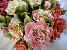 home-camelias Clay Flowers, Ceramic Flowers, Sugar Flowers, Paper Flowers, Porcelain Clay, Objet D'art, Sugar Art, Hand Painted Ceramics, Clay Projects