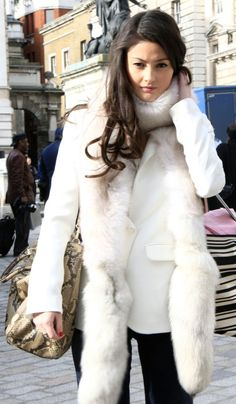 can't help it, i really enjoy fur. Snow Queen, Ice Queen, Pin Up Photography, Fashion Photography, Envy, Winter Outfits, Winter Fashion, Fur Coat, Sidewalk