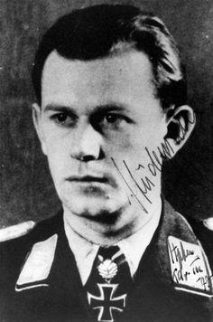 ✠ Gerhard Stüdemann (19 June 1920 - 6 December 1998) RK 26.03.1944 Oberleutnant Staffelkapitän 9./Stuka-Geschw 77 28.03.1945 [813. EL] Hauptmann Kdr III./SG 77