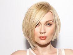 Стрижка каре с косой челкой дает обладательнице возможность экспериментировать с укладками. Удлиненное, боб, градуированное - выбирай любой вариант прически Bob Hairstyles, Blond, Hair Makeup, Make Up, Style Inspiration, Hair Styles, Sexy, Image, Beautiful