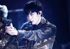 150329 UTOPIA Concert Healingbin DO NOT EDIT #Hongbin #VIXX // What if their next concept will be something with mafia or police stuff I mean look it perfectly suits