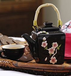 tea and friends Asian Teapots, Teapots Unique, Cherry Kitchen, Sweet Sixteen Parties, Ceramic Cups, Ceramic Decor, Tea Art, Chinese Tea, Tea Service