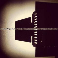 #luz #light #led #concept #conceptual #shadow | por photomamp.com