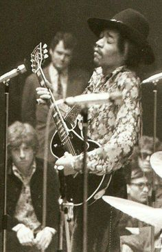 Jimi with a Les Paul (rare)