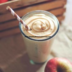 9 High-Protein Smoothies That Taste Like a Milkshake — Say goodbye to tasteless protein shakes! These healthy and delicious and delicious smoothies are jam-packed with workout-boosting protein. Juice Smoothie, Smoothie Drinks, Smoothie Recipes, Fruit Juice, Juice Recipes, Apple Pie Smoothie, Milkshake Recipes, Yogurt Recipes, High Protein Smoothies