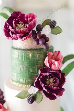 Fall fruit and floral wedding cake inspiration Jewel Tone Wedding, Purple Wedding, Floral Wedding, Wedding Flowers, Beautiful Wedding Cakes, Beautiful Cakes, Pretty Cakes, Outdoor Wedding Inspiration, Fall Fruits